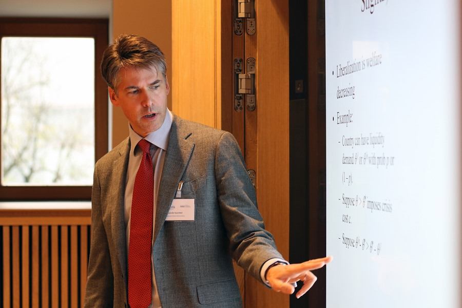 Alexander Guembel gives a welfare analysis of segmented liquidity markets